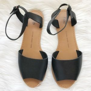 {Gap} Black & Tan Sandals